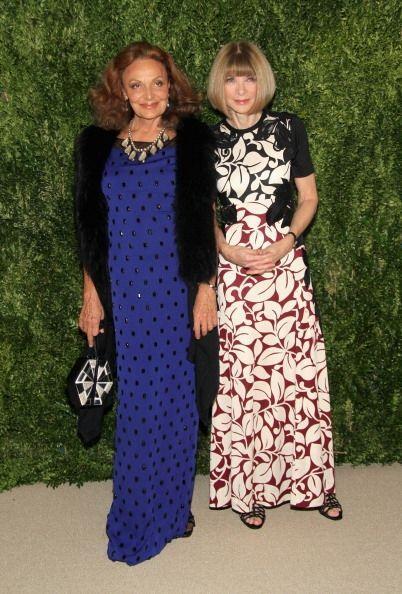La diseñadora Diane von Furstenberg, con un excelso vestido azul klein c...