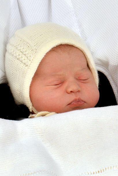 La pequeña es la cuarta en la línea de sucesión al trono británico y rec...