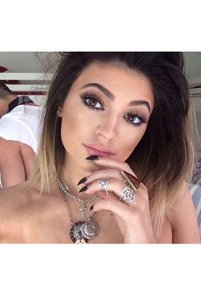 Aunque no luce nada mal, la verdad es que no se parece a la Kylie de ant...