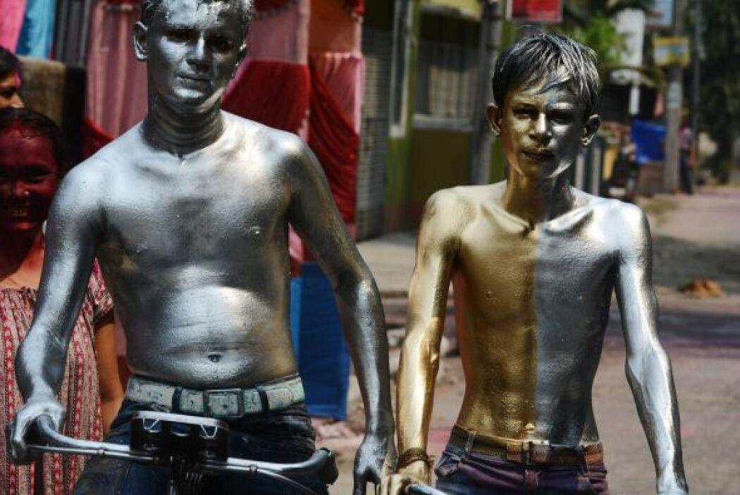 Con motivo del Holi, las autoridades de las grandes ciudades indias estr...