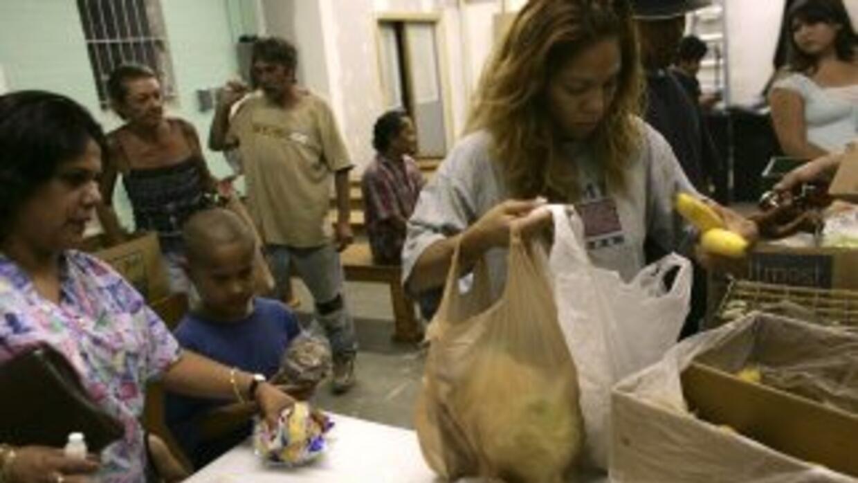 Celebraron Acción de Gracias refugiados en iglesias en el sur de Arizona...