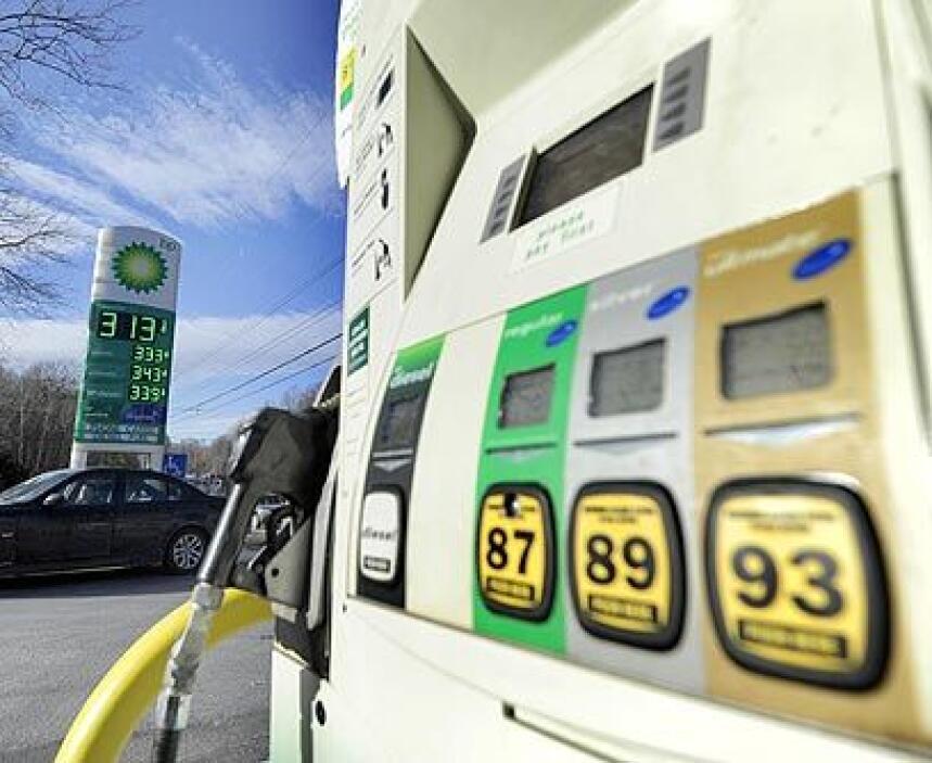 Casi como en 2008: De a poco el precio de la gasolina se va acercando a...