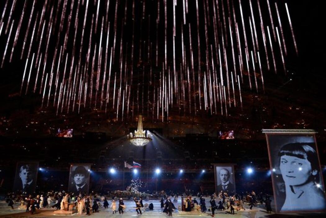 Por su parte, la bandera de los deportistas ucranianos, cuyo país vivió...