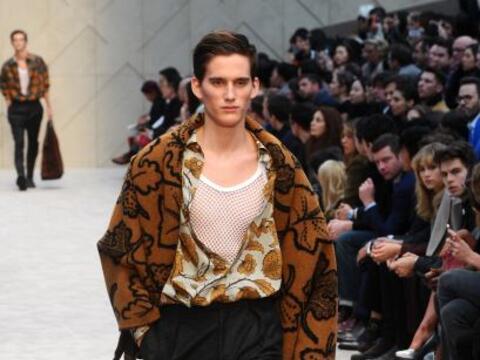 La moda no se olvida del sector masculino y en estas ocasión, la...