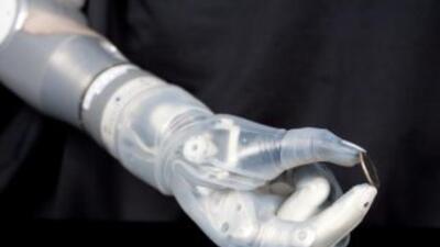 Los sensores de la mano del Brazo Robótico DEKA pueden proporcionar info...