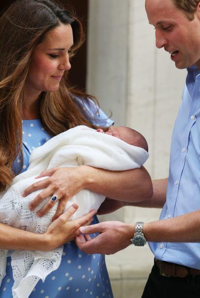 Los Duques de Cambridge abandonaron el hospital llevando en brazos a su...