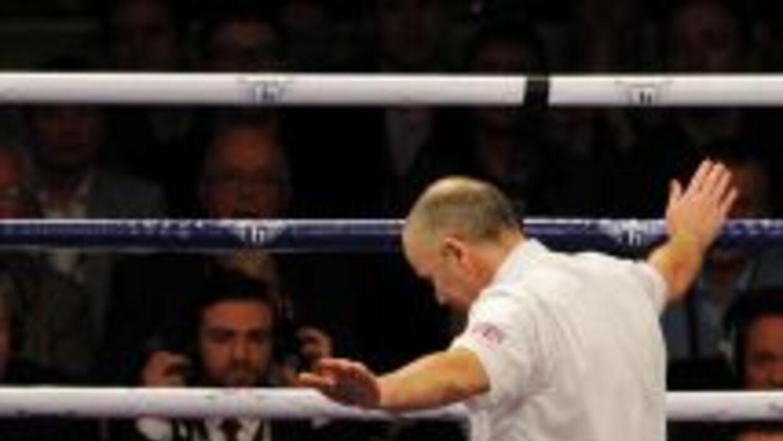 Hatton perdió por nocaut en nueve rounds contra Senchenko.