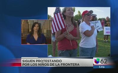 Decenas protestan contra los niños migrantes