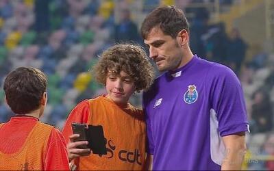 El Oporto gana al Tondela con golazo de Brahimi y Casillas salvador