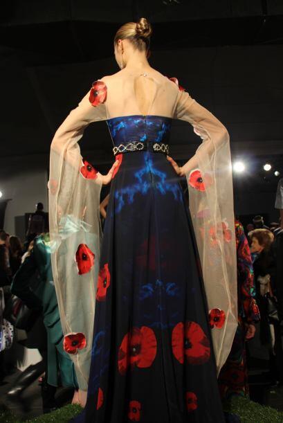 Algunos vestidos de noche impactaron con sus detalles, como fue el caso...