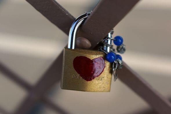 Los candados de los enamorados no pueden faltar como un atractivo del pu...