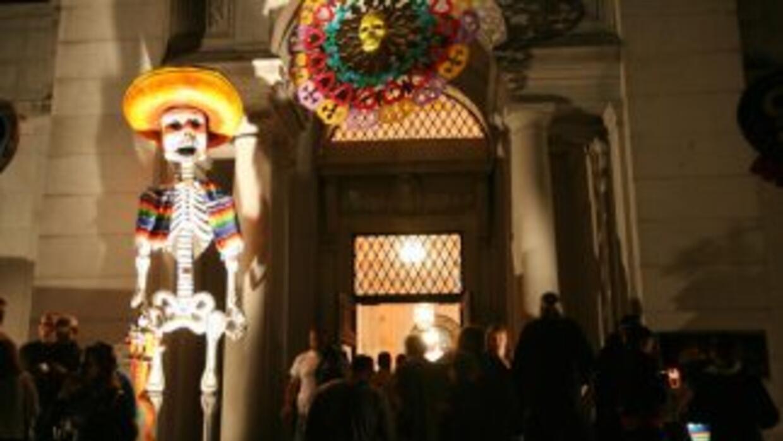 Celebra el día de los muertos en San Antonio.
