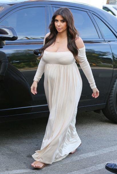10. OMG! Kim batalló mucho con su peso y al intentar ocultarlo se equivo...