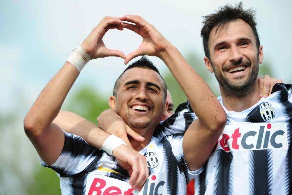 Junto a él, tenemos al chileno Arturo Vidal de la Juventus.
