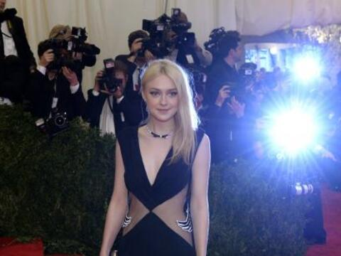 Las abiertas en el vestido de Dakota Fanning no eran nada en comparación...