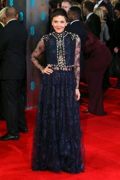 La actriz Maggie Gyllenhaal equilibró adecuadamente su vestido de Lanvin...
