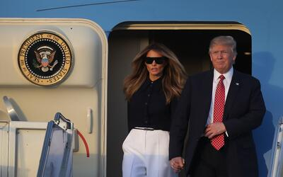 Donald y Melania Trump llegan a West Palm Beach en el Air Force One.  El...