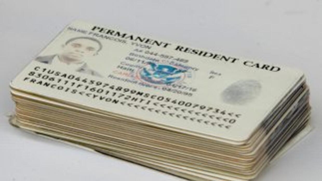 Tarjeta de residencia legal permanente de Estados Unidos o green card.
