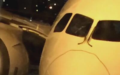Un rayo cae en la cabina de un avión de Air Europa y obliga la cancelaci...