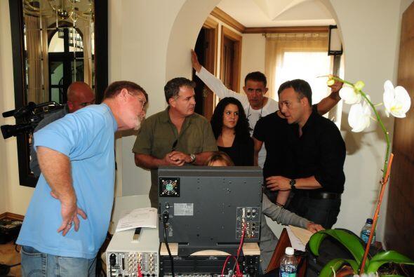 El equipo de producción de Aquí y Ahora en plenos preparativos para la e...