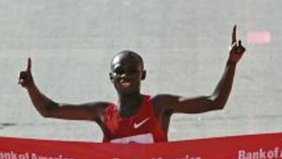 El keniano Sammy Wanjiru se impuso con un tiempo de dos horas, seis minu...