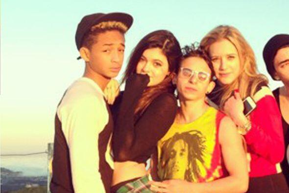 Se dice que entre estos adolescentes hay más que una amistad.Mira...