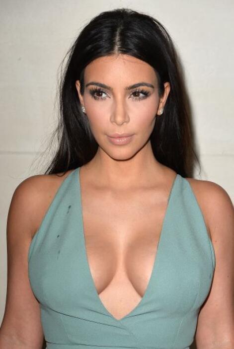 ¿La atrevida Kim?Mira aquí lo último en chismes.