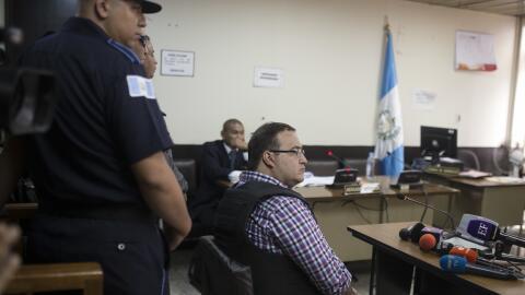 Javier Duarte llega al tribunal de Guatemala donde se realizó la audiencia