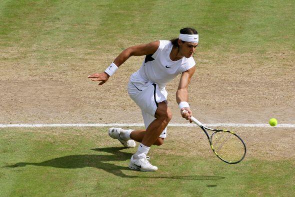 09.- Primer final en Wimbledon: A un mes de haber ganado Roland Garros,...