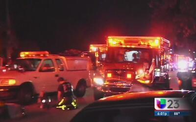 Voraz incendio arrasa con una casa móvil en Fort Lauderdale