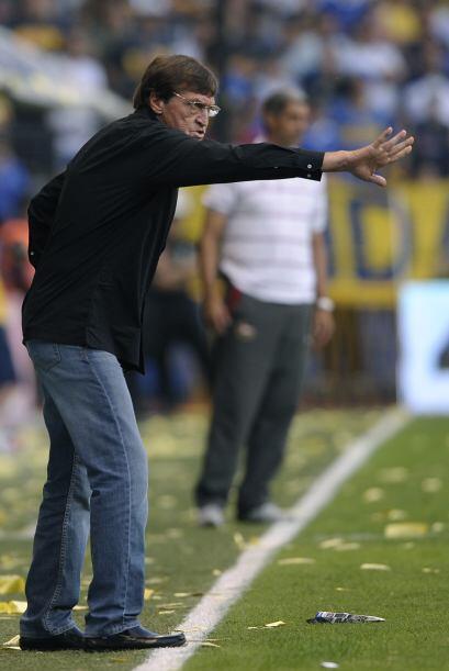 El técnico Julio César Falcioni volvió a la vida con esta victoria. Vale...