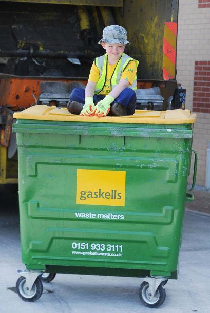 Daniel es un niño obsesionado con recolectar la basura, y ama pas...