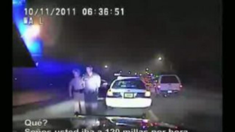 Arrestan a policía por exceso de velocidad