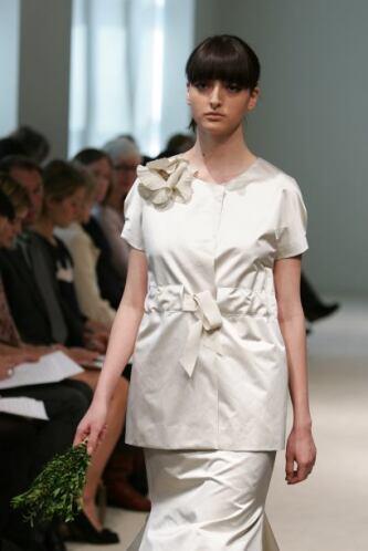 Este diseño de Vera Wang es ideal para la boda, ¡de una octagenaria! Sie...