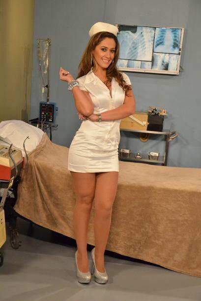 No cabe duda que con una enfermera como ella, hasta el malestar más pequ...