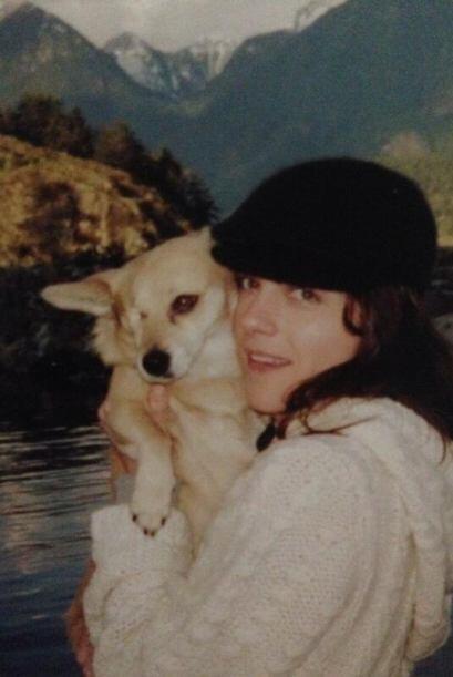 Selma Blair y Wink   Selma adoptó a Wink en Lange Foundation. Ella señal...