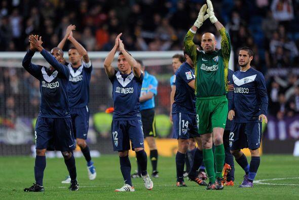 Todos los jugadores del Málaga agradecieron al Bernabéu, q...
