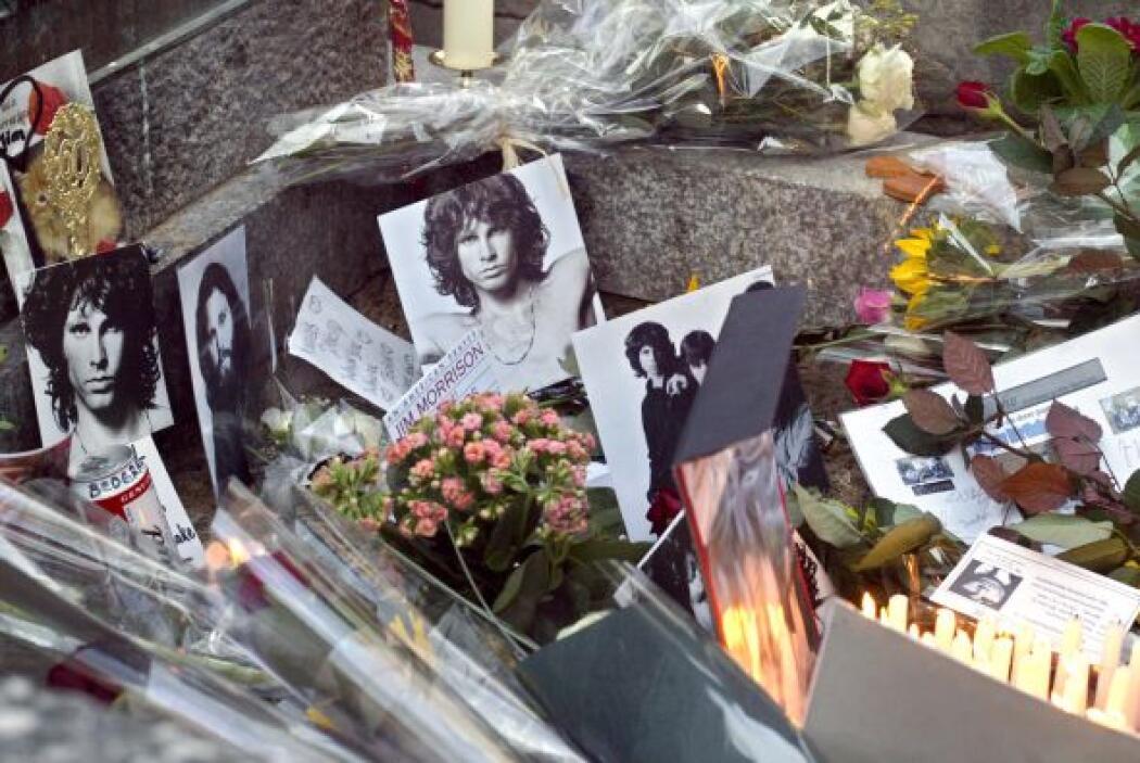 Jim Morrison El vocalista de The Doors falleció a los 27 años el 3 de ju...