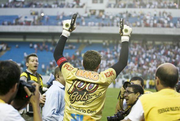 Grandote y muy querido en Sao Paulo, Rogerio es el referente ya casi his...