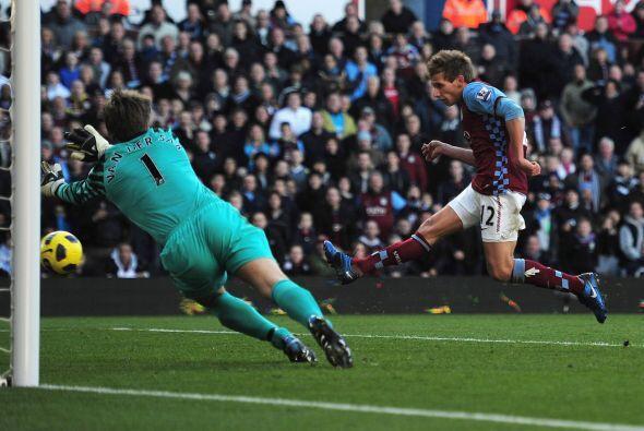 Parecía que la victoria se la llevaba el Aston Villa pero no pudieron ma...