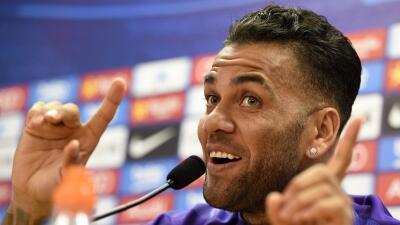 Alves casi descarta seguir en el Barça