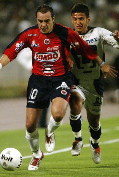 En el 2004 jugó 15 partidos y convirtió 5 goles con la cam...