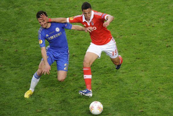 Pero el mejor juego colectivo se veía en los pies de los portugue...