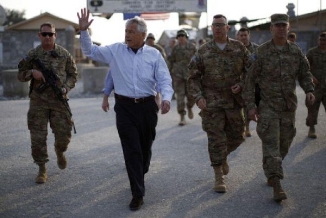 El secretario de Defensa de EEUUU, Chuck Hagel, anunció el despliegue de...