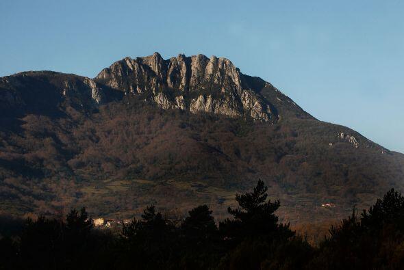 Este es un apartado lugar, cuyo atractivo es el pico de la montañ...