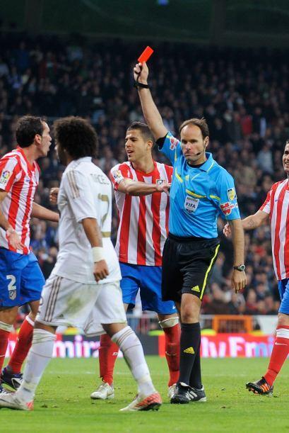 Godín salió expulsado y el Atlético quedó con 9 jugadores.