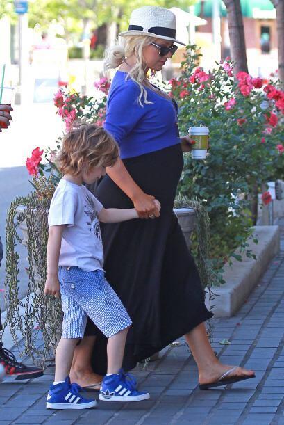 Christina está esperando a su segundo bebé. Mira aqu&iacut...