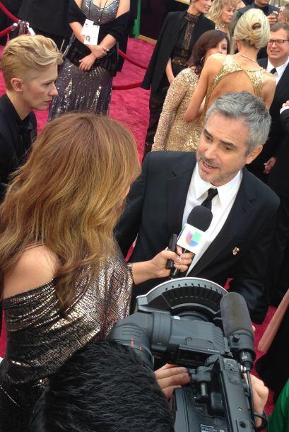 Aquí la vemos con el mexicano más celebrado, Alfonso Cuarón, quien se ll...