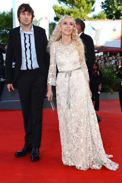Francesco Vezzoli  y Franca Sozzani llegaron vistiendo un look retro a l...