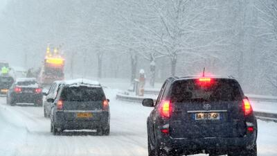 Es muy importante tener cuidado extra al manejar en la nieve.
